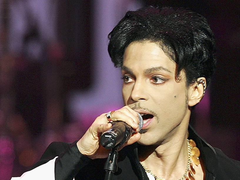 Prince durante show em Los Angeles, em 2005