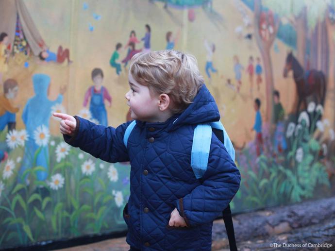 Príncipe George chega para seu primeiro dia na escola