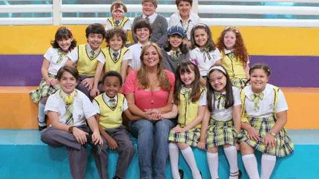 Gabriela Rivero com o elenco infantil de <em>Carrossel</em>