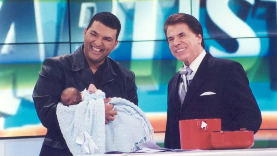 Silvio Santos com Leandro Lehart durante o programa Casa dos Artistas, em 2001
