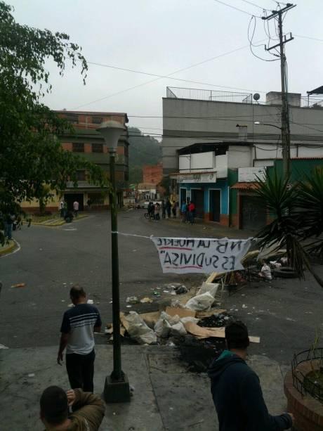 #NoHayPaso em Pueblo de San Antonio de Los Altos, periferia de Caracas