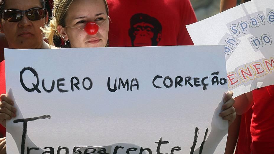 Candidatos do Enem realizam passeata pelas ruas do centro do Rio de Janeiro, nesta quarta-feira. Revoltados com as notas da redação do Enem 2012