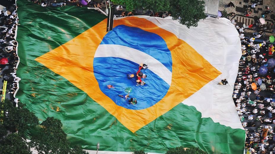 Vários grupos e ativistas tomaram conta da Av. Rio Branco nesta quarta-feira (20/06), para manifestar contra as ações da Rio+20