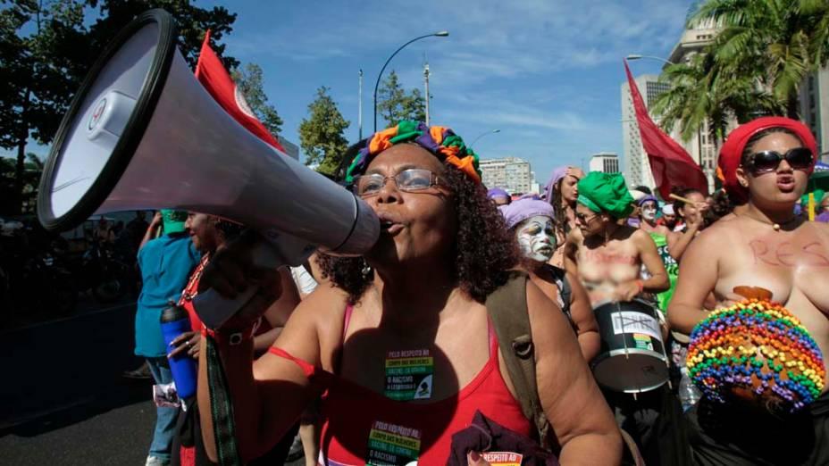 Mulheres marcham durante protesto na Rio+20, no centro do Rio