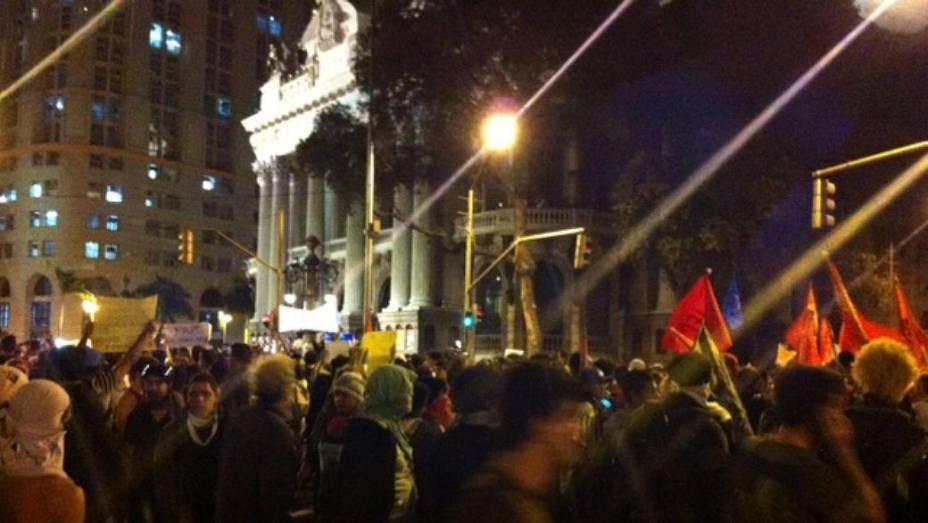 Protesto no Rio: houve princípio de tumulto em frente ao Theatro Municipal