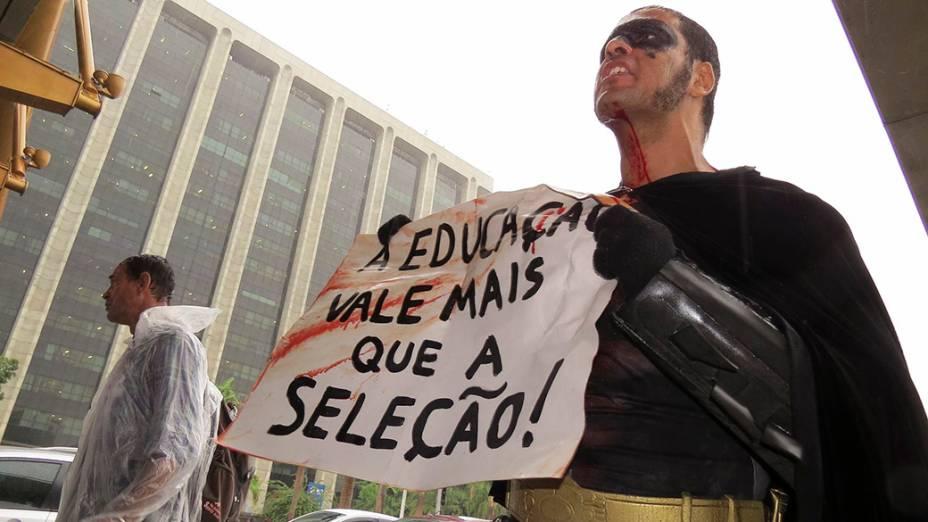 Eron Morais de Melo, de 33 anos, foi atingidodurante manifestação de professores no Centro do Rio