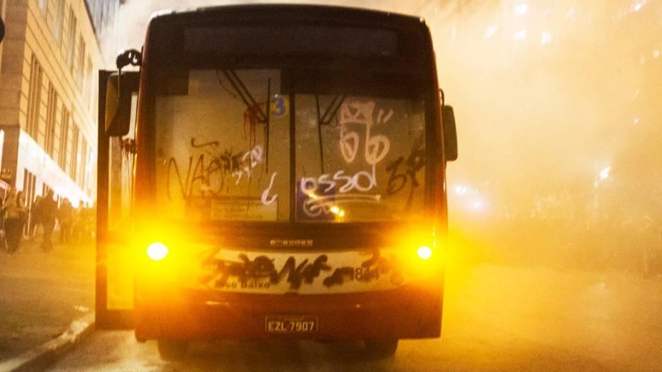 Novo protesto contra o aumento das tarifas do transporte público na capital paulista toma as ruas do centro de São Paulo