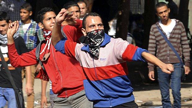 Manifestantes protestam nas ruas do Cairo