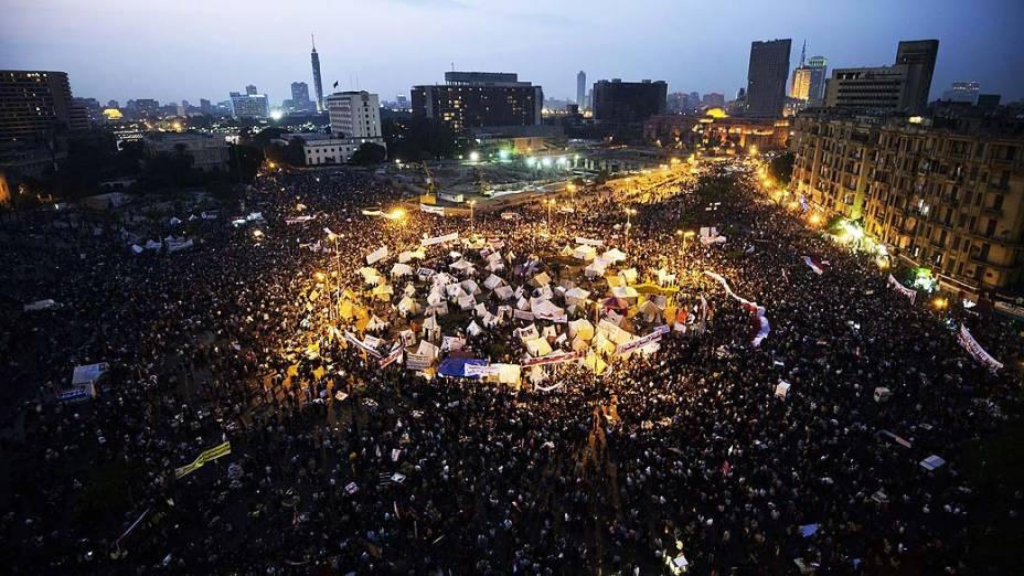 Vista aérea da manifestação contra decreto que amplia poderes do presidente egípcio Mohamed Mursi, na Praça Tahrir, no Cairo