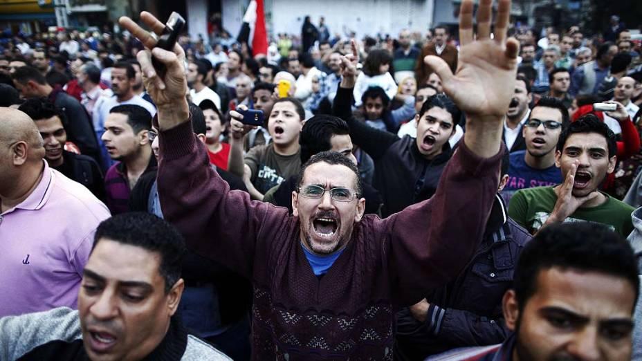 Manifestantes protestam contra decreto do presidente egípcio Mohamed Mursi, na Praça Tahrir