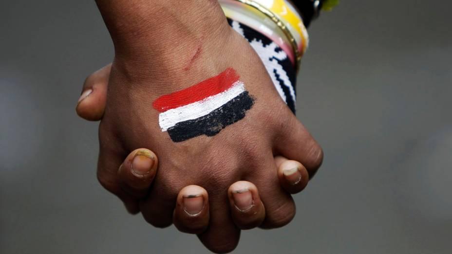 Manifestantes protestam na Praça Tahrir, no Cairo