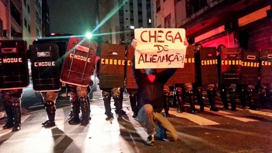 São Paulo - Tropa de Choque da PM entra em confronto com manifestantes na Rua Augusta, durante protesto contra o aumento da tarifa do transporte público