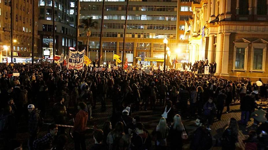 Porto Alegre - Protesto contra o aumento das passagens do transporte público na capital gaúcha