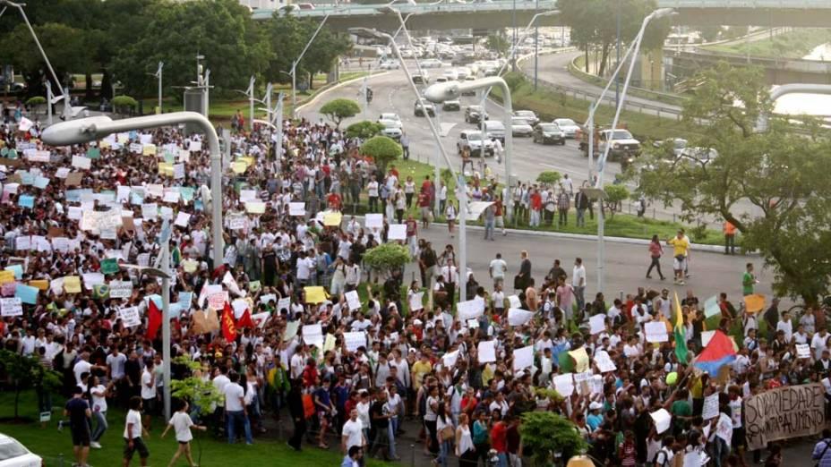 Salvador - Manifestantes fazem protesto contra o aumento das passagens do transporte público