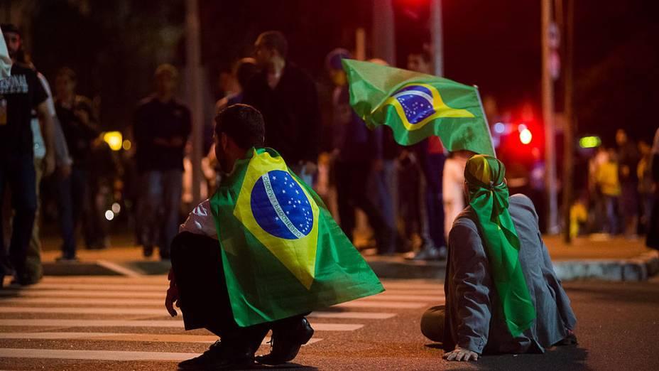 Manifestação ocupa as ruas da Faria Lima, em São Paulo