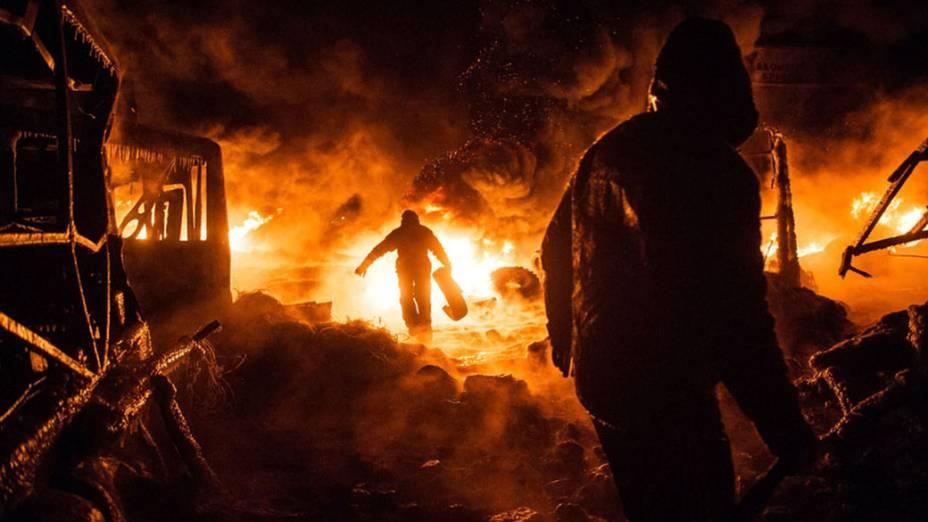 Os protestos tomaram conta das ruas de Kiev depois de o Presidente Viktor Ianukovich ter desistido da assinatura de um acordo de cooperação econômico e político negociado com a União Europeia