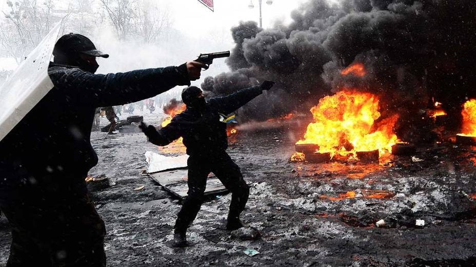Pelo menos dois manifestantes morreram baleados nesta quarta-feira (22) no centro de Kiev, na Ucrânia