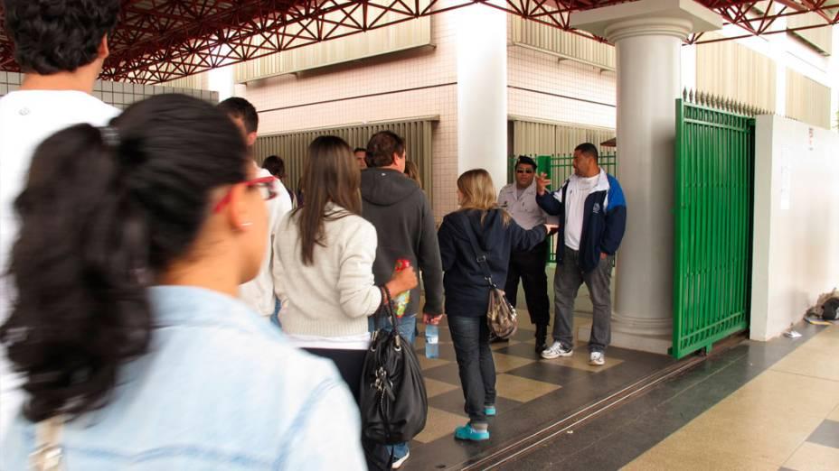 <br><br>  Estudantes chegam para o segundo dia de provas do Enem, em Brasília