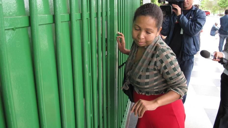 Estudante grávida chega segundos depois do fechamento dos portões porque ônibus atrasou, em Brasília
