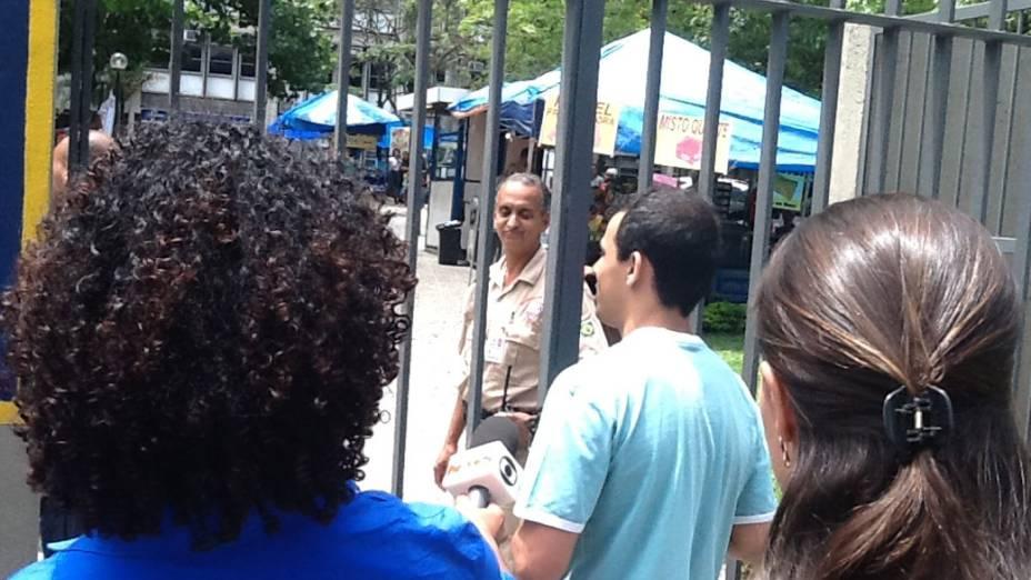 Estudante chega atrasado e não consegue participar do segundo dia de provas do Enem, no Rio de Janeiro