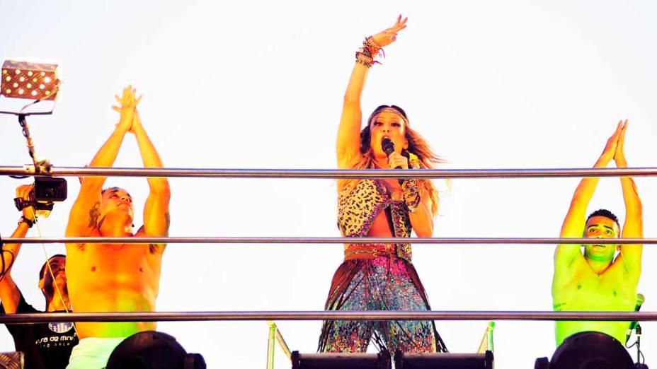 Claudia Leitte canta pelo circuito Barra-Ondina