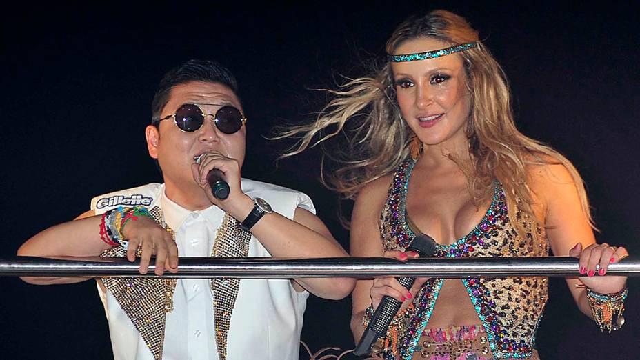Psy e Claudia Leitte animam os foliões a fazer a coreografia de Gangnam Style