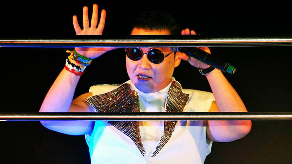 """Psy interage com o público em Salvador: """"Ouvi dizer que sou famoso por aqui"""""""