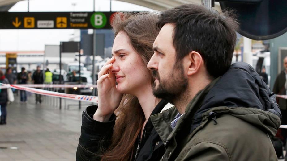 <p>Parentes das vítimas do Airbus A320, chegam ao aeroporto El Prat, em Barcelona (Espanha) </p>