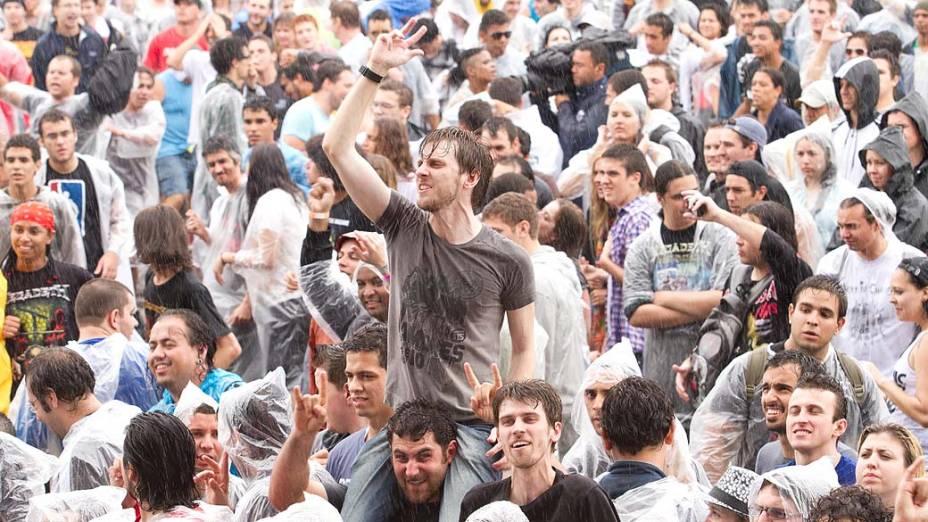 Público durante show dos Raimundos no palco Energia & Consciência, no último dia do festival SWU em Paulínia, em 14/11/2011