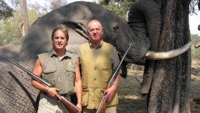 rei-juan-carlos-direita-posa-diante-de-elefante-original.jpeg