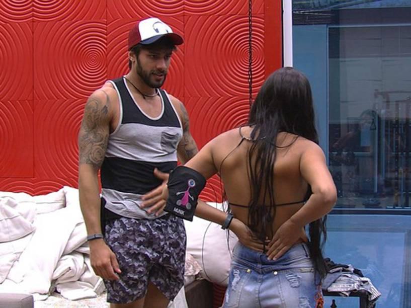 Renan chama Munik para conversar no BBB16