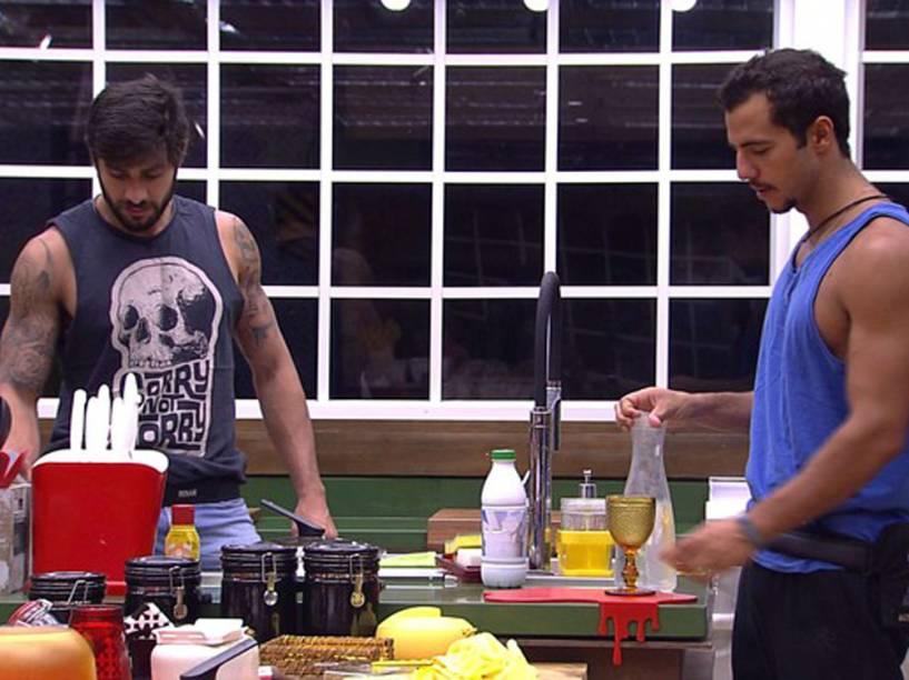 Renan e Matheus compram churrasco para dois com estalecas de todo o grupo, e causam revolta