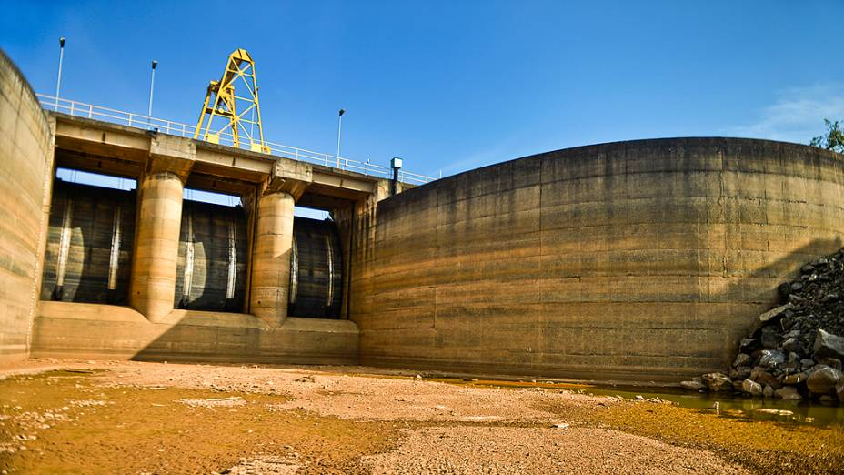 <p>Vista da represa Jaguari, que faz parte do Sistema Cantareira, em Bragança Paulista, no interior de São Paulo, que está 8 metros abaixo do seu nível de vazão devido à falta de chuvas</p>