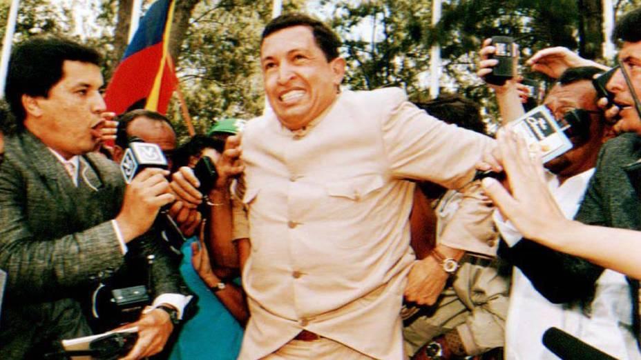 Hugo Chávez é solto em 26 de março de 1994, em Caracas, Venezuela, depois de passar dois anos preso por sua participação na tentativa de golpe contra o presidente Carlos Andres Peres