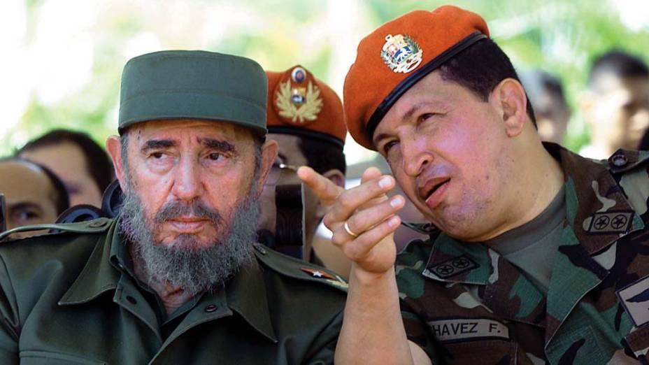 Com Fidel Castro durante a apresentação de plano econômico para pescadores na baía de Pampatar, Venezuela, em agosto de 2001