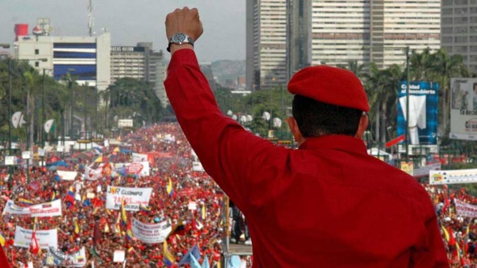 O caudilho em ato em Caracas que marcou o início de mais uma campanha para reeleição, em fevereiro de 2006