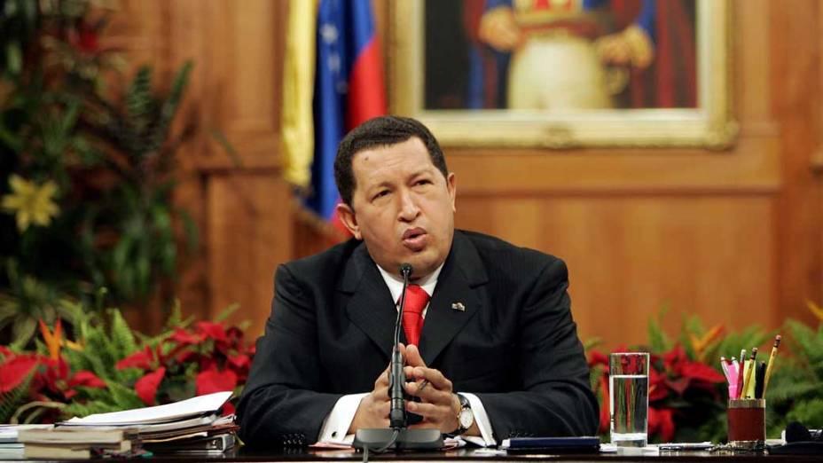 Hugo Chávez durante coletiva de imprensa no palácio presidencial de Miraflores em Caracas, Venezuela, em 09/11/2006