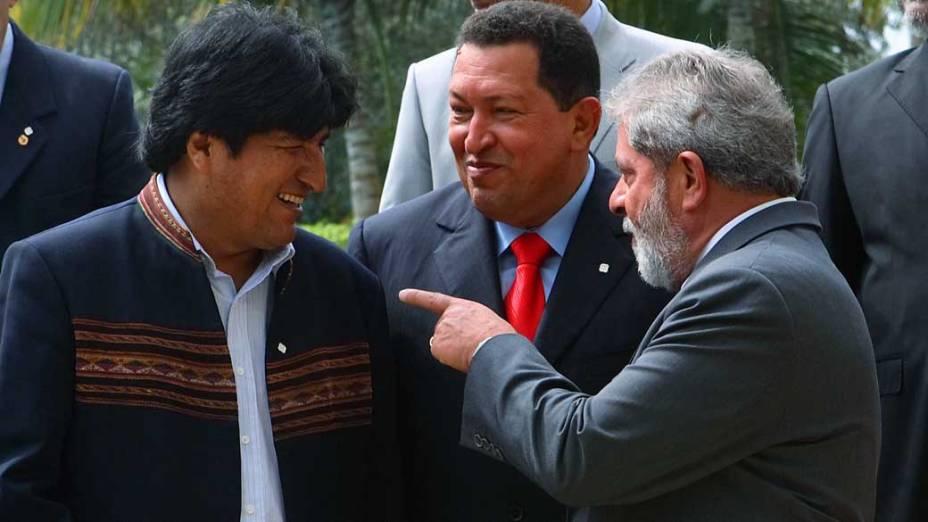 Evo Morales, presidente da Bolívia, Hugo Chávez e Lula durante 1º Encontro da Cúpula Energética Latino Americana em Ilha Margarita, Venezuela, em 17/04/2007
