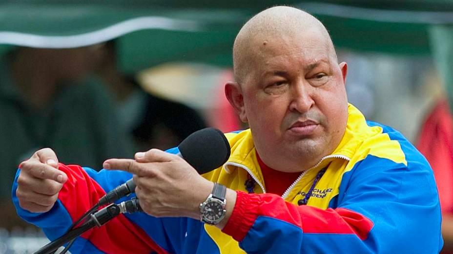 Hugo Chávez discursa em Caracas, em novembro de 2011, depois de se submeter a tratamento de quimioterapia