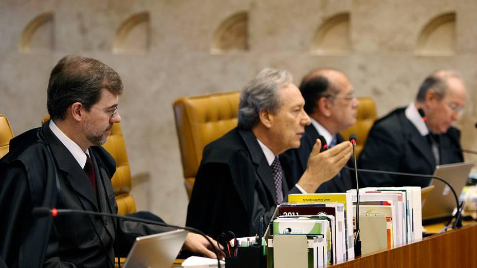 O ministro Ricardo Lewandowski durante retomada do julgamento do mensalão, em 08/11/2012