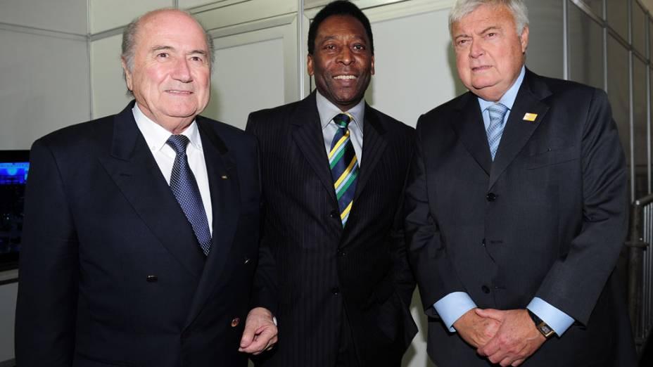 Ricardo Teixeira conversa com Pelé e o presidente da Fifa Joseph Blatter antes do sorteio dos grupos da Copa do Mundo 2014