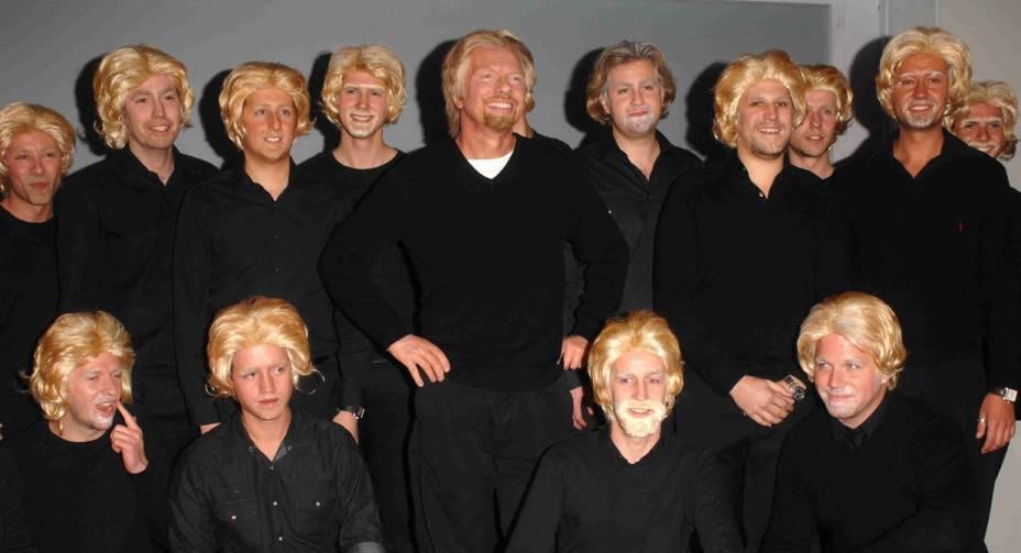 Richard Branson, da companhia aérea Virgin, já se fantasiou até como ele próprio, em um concurso de sósias do empresário