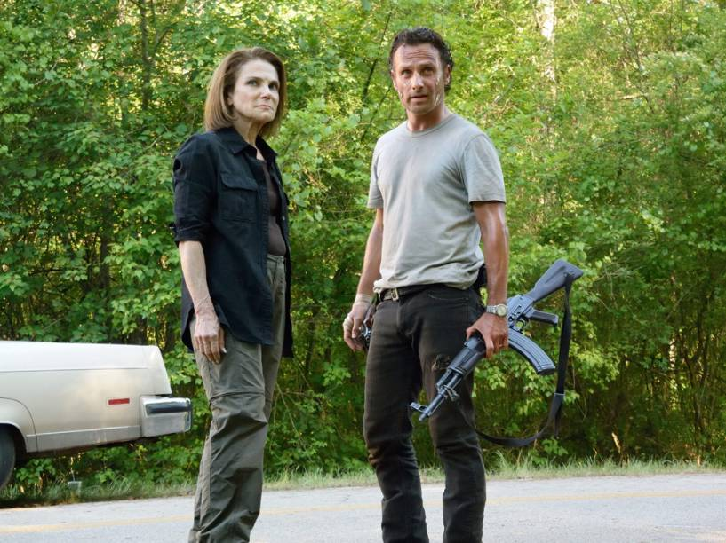 Rick Grimes (Andrew Lincoln) e Deanna Monroe (Tovah Feldshuh) na sexta temporada de The Walking Dead