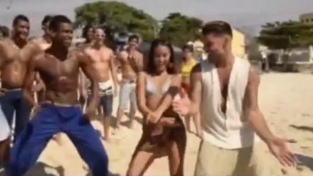 Ricky Martin a coreografia da música Lepo Lepo, hit do verão