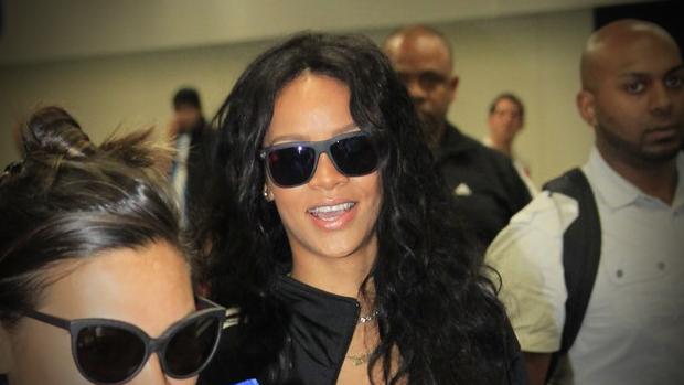 Rihanna desembarca no Rio de Janeiro