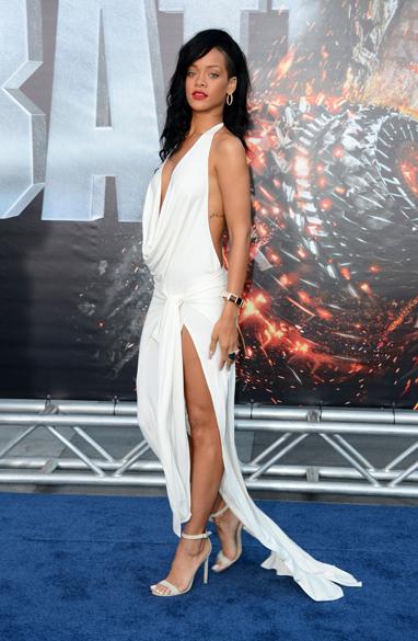 Rihanna no lançamento do filme Battleship – Batalha dos Mares, em Los Angeles