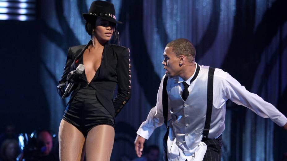 Rihanna e Chris Brown durante apresentação no MTV Video Music Awards, em 2007