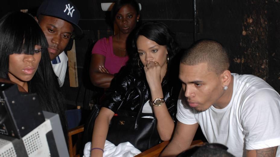 Rihanna nos bastidores da gravação do clipe de Chris Brown, em 2007