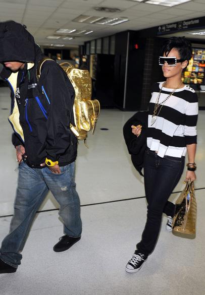 Rihanna e Chris Brown em aeroporto de Miami, em 2008