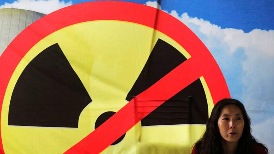 Ativista ambiental faz manifestação anti-nuclear na reunião de cúpula das Nações Unidas sobre Desenvolvimento Sustentável, Rio +20